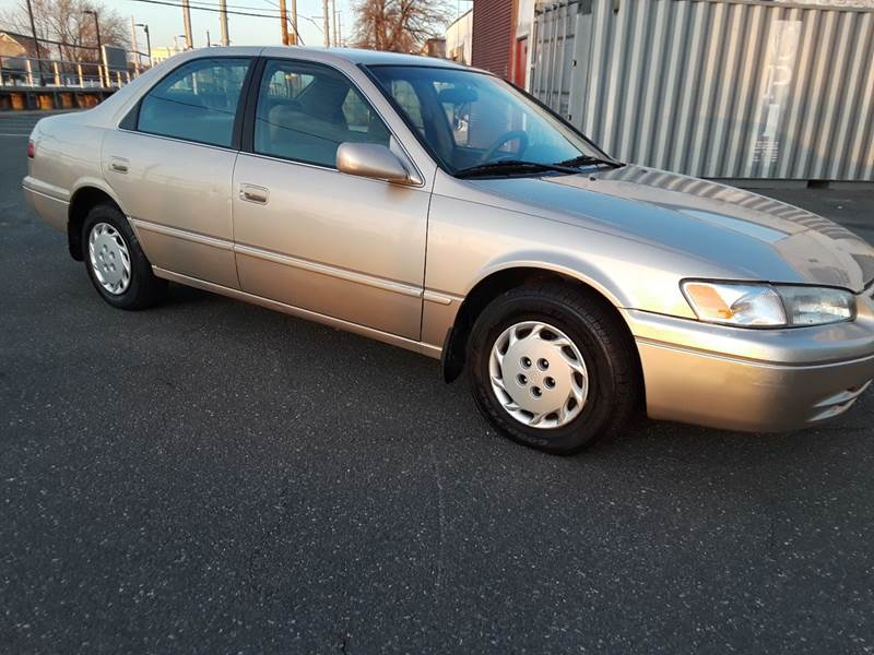 1997 Toyota Camry LE (image 6)