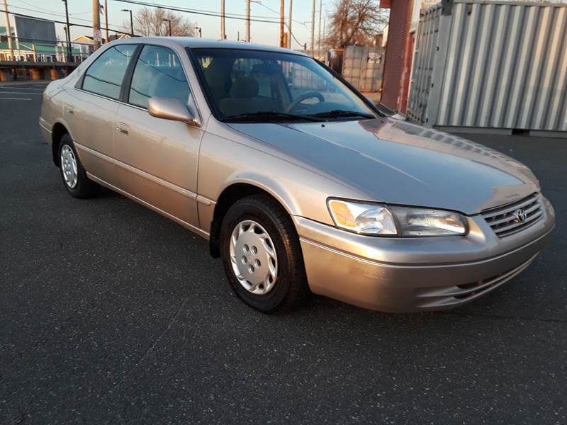 1997 Toyota Camry LE (image 8)