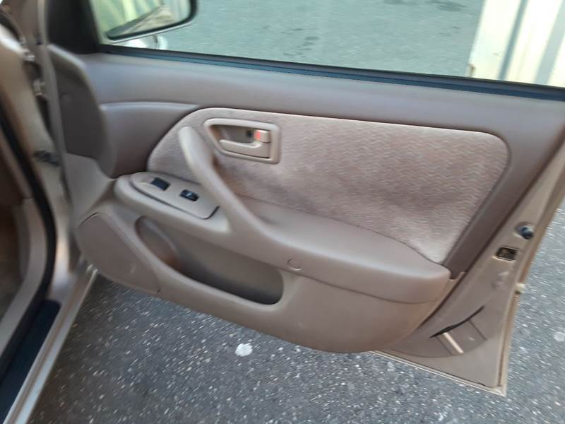 1997 Toyota Camry LE (image 11)