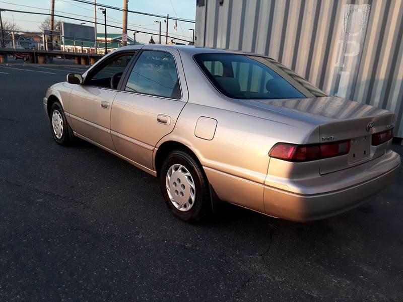 1997 Toyota Camry LE (image 13)