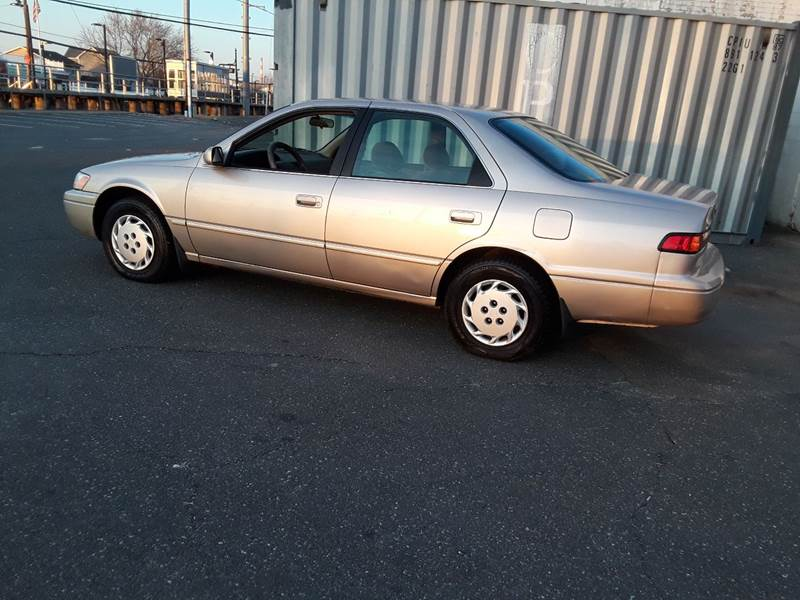 1997 Toyota Camry LE (image 14)