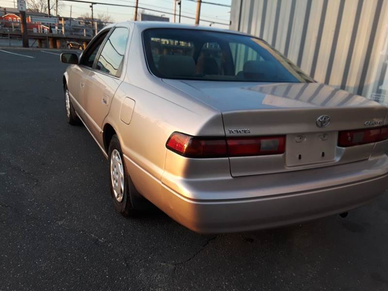1997 Toyota Camry LE (image 16)
