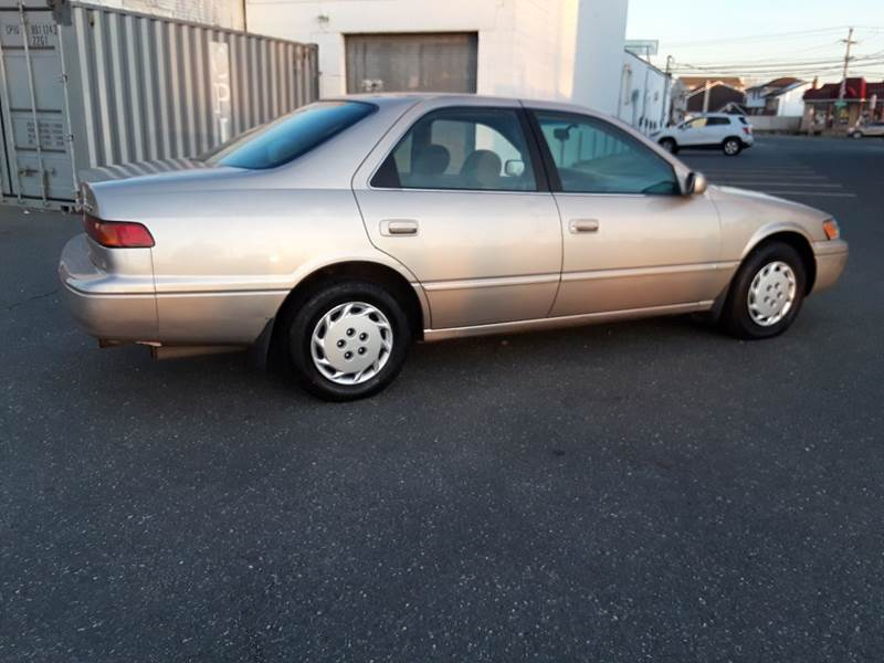 1997 Toyota Camry LE (image 17)