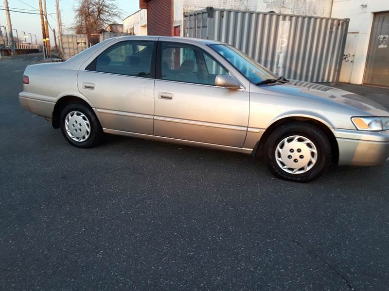 1997 Toyota Camry LE (image 19)