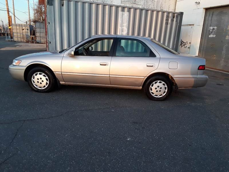 1997 Toyota Camry LE (image 21)