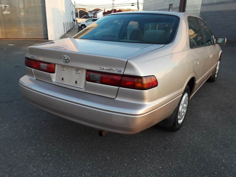1997 Toyota Camry LE (image 23)