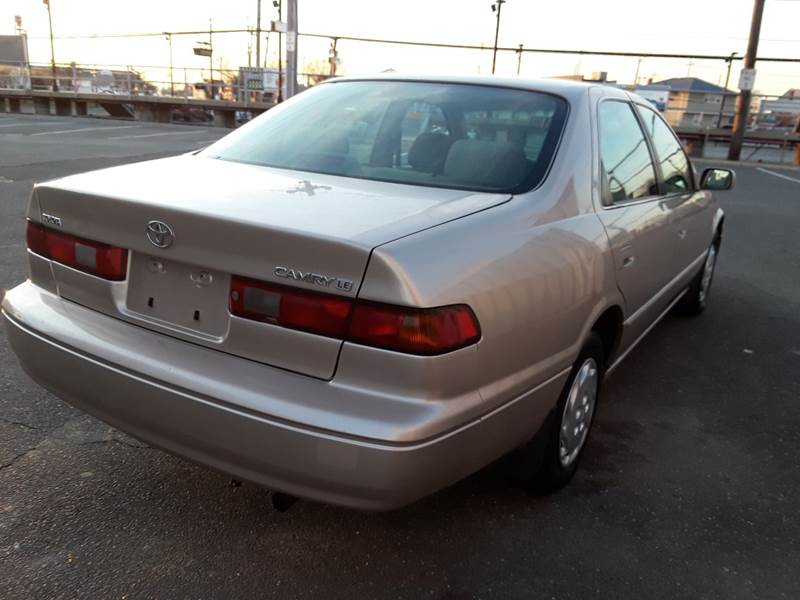 1997 Toyota Camry LE (image 25)