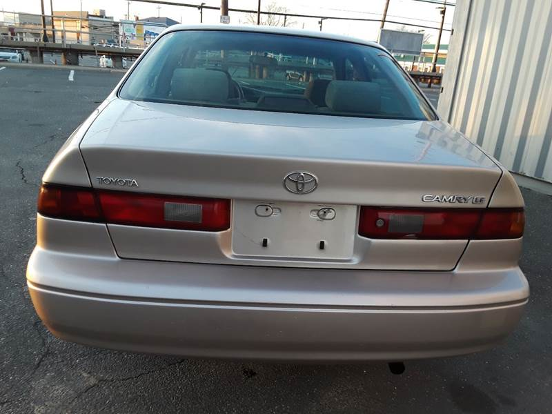 1997 Toyota Camry LE (image 27)