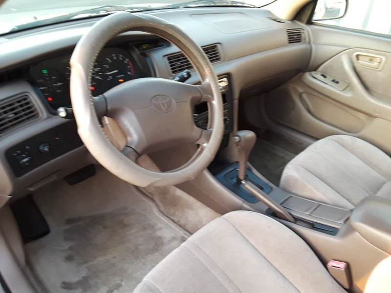 1997 Toyota Camry LE (image 28)