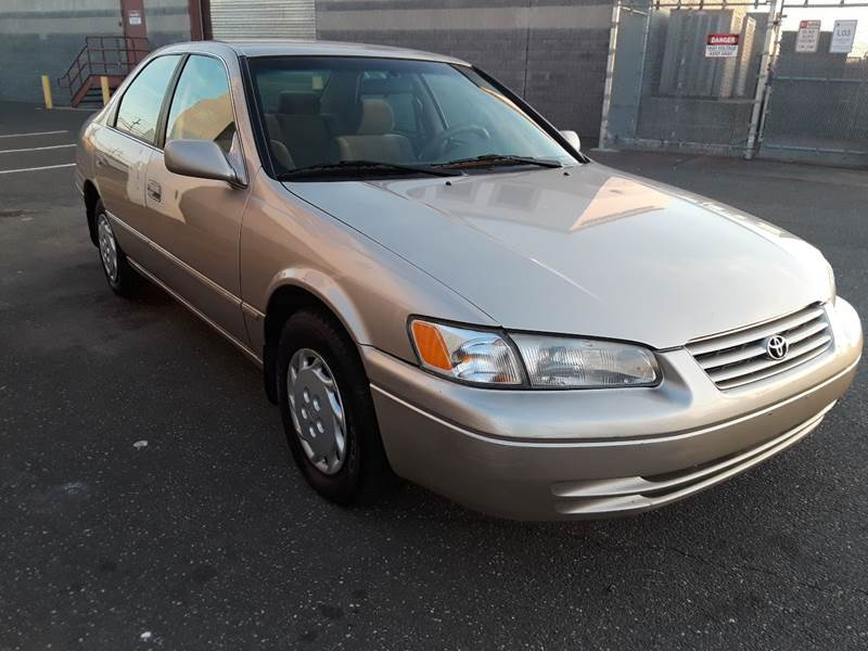 1997 Toyota Camry LE (image 29)