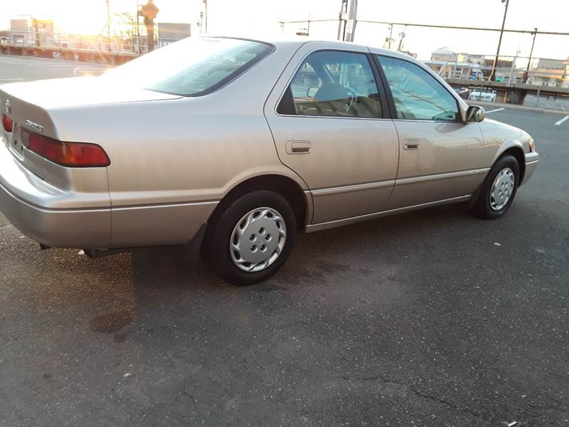 1997 Toyota Camry LE (image 31)