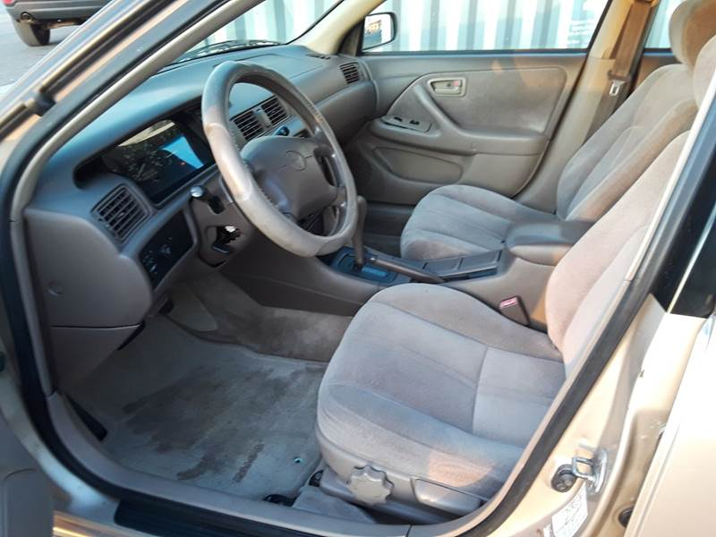 1997 Toyota Camry LE (image 32)