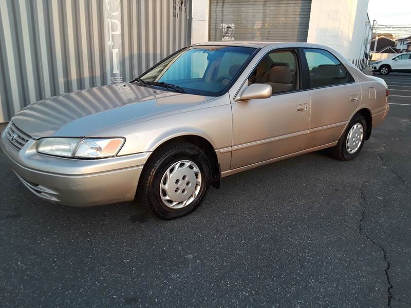 1997 Toyota Camry LE (image 35)
