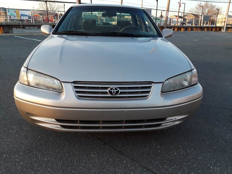 1997 Toyota Camry LE (image 36)