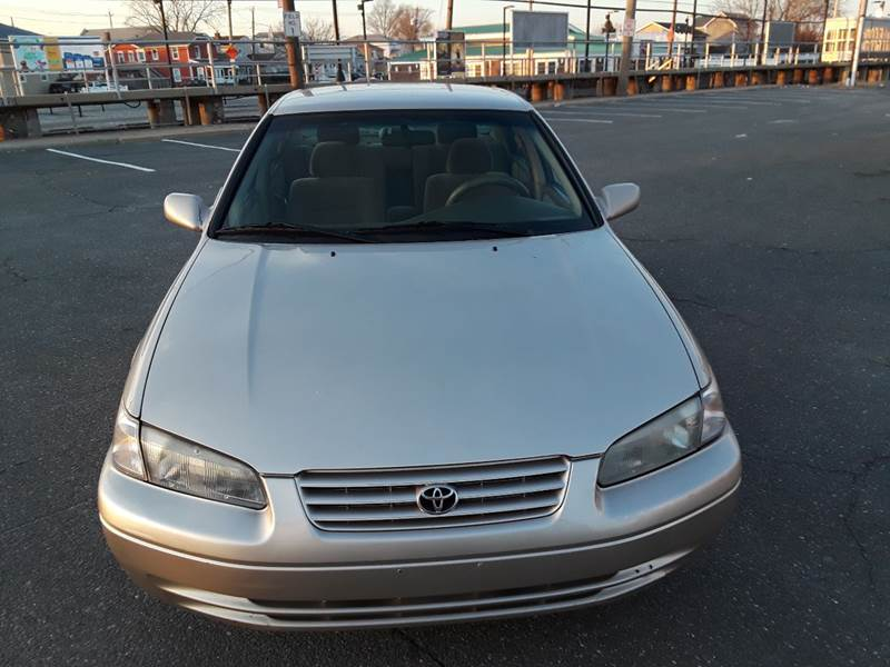 1997 Toyota Camry LE (image 37)