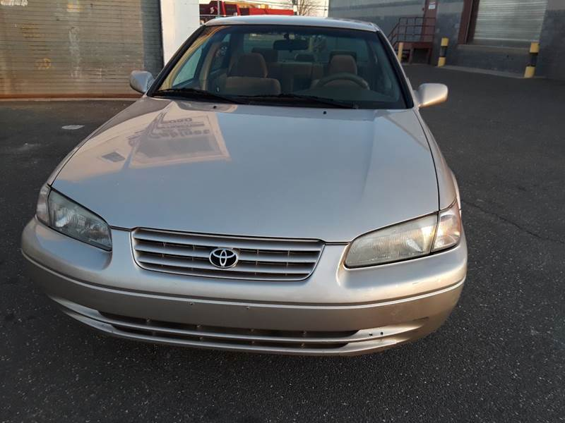 1997 Toyota Camry LE (image 38)