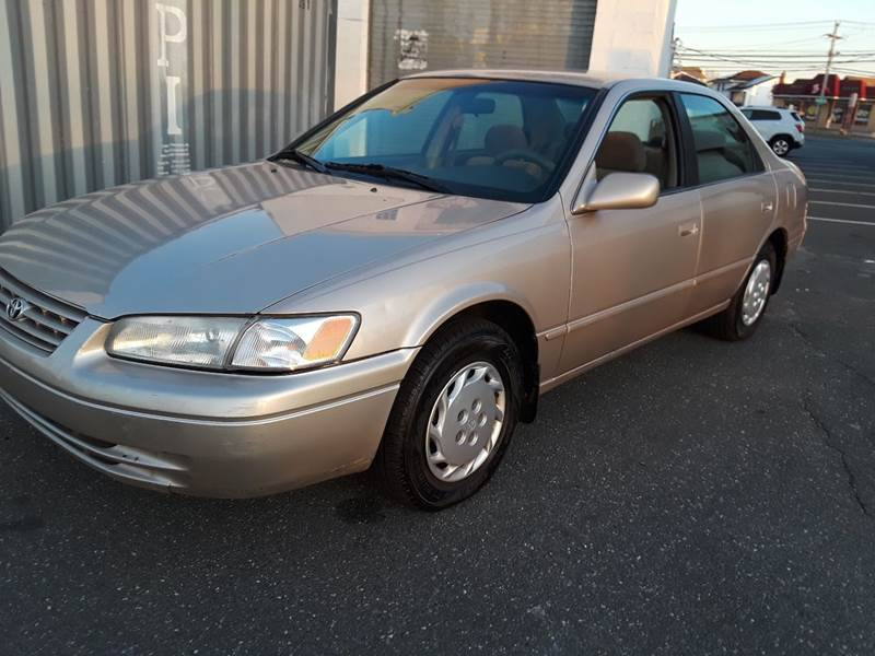 1997 Toyota Camry LE (image 2)