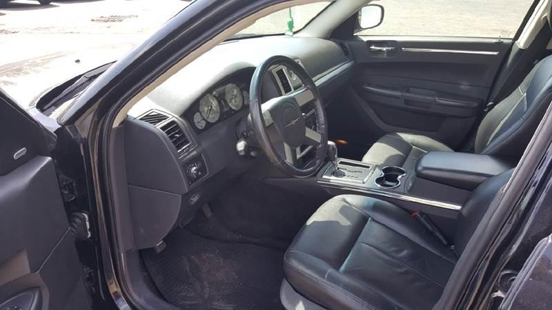 2009 Chrysler 300 Touring 4dr Sedan - Redford MI