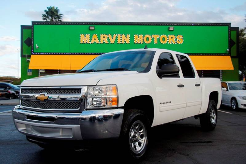 2012 CHEVROLET SILVERADO 1500 LS 4X2 4DR CREW CAB 58 FT SB white the front windshield is in exce