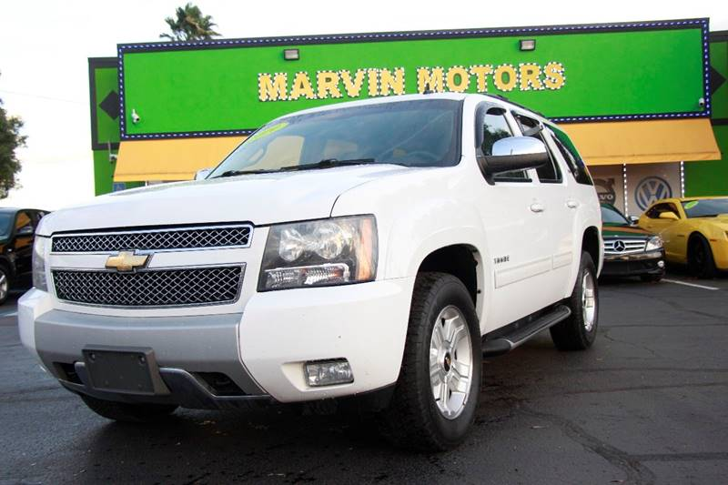2010 CHEVROLET TAHOE LT 4X4 4DR SUV white the front windshield is in excellent condition the pai