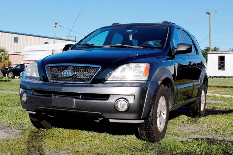 2004 KIA SORENTO LX black the front windshield is in excellent condition the paint is in great s