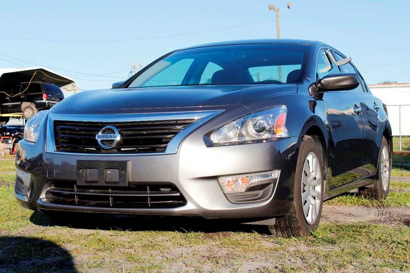 2015 NISSAN ALTIMA 25 S 4DR SEDAN silver the front windshield is in excellent condition the pain