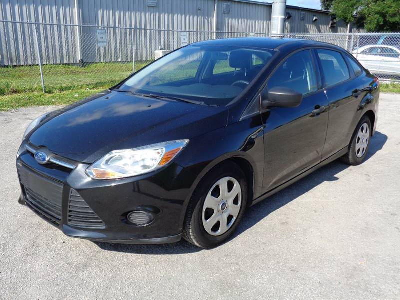 2012 FORD FOCUS S 4DR SEDAN black the front windshield is in excellent condition the paint is in