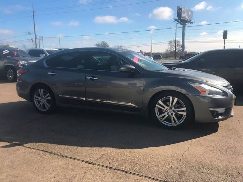 2015 Nissan Altima for sale at Discount Auto Company in Houston TX