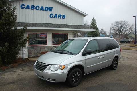 2006 Chrysler Town and Country for sale at Cascade Cars Inc. in Grand Rapids MI