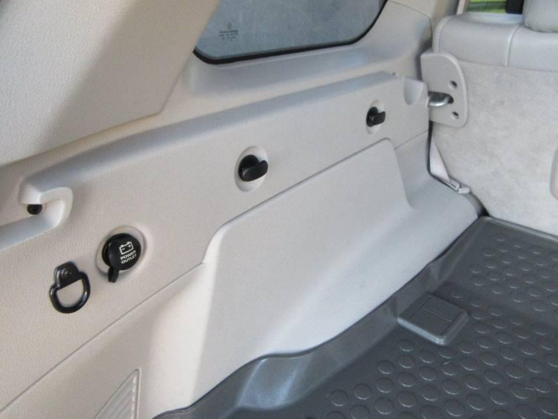 2006 Jeep Grand Cherokee Overland 4dr SUV 4WD - Kansas City KS