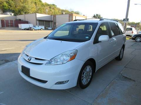 2007 Toyota Sienna for sale at Ideal Auto in Kansas City KS