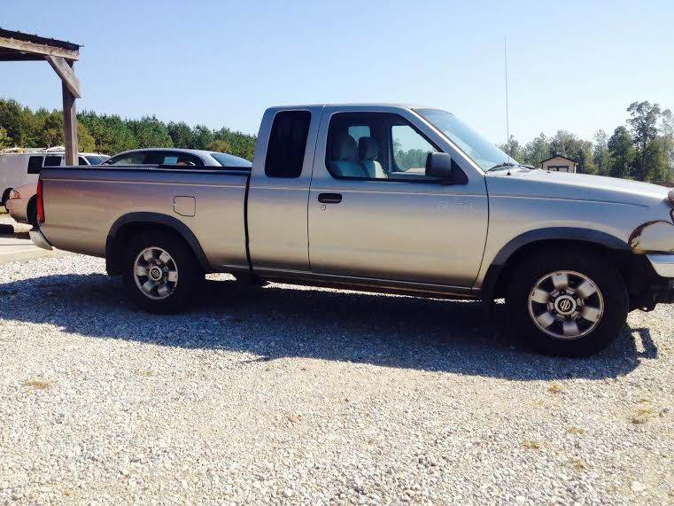 2000 Nissan Frontier 2dr XE Extended Cab SB   Mt Olive MS
