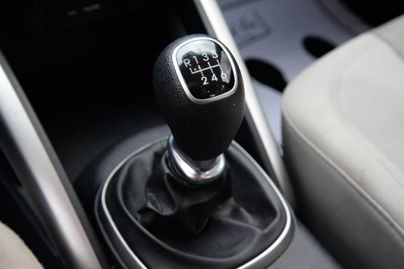 2012 Hyundai Veloster Base 3dr Coupe w/Black Seats - East Greenbush NY