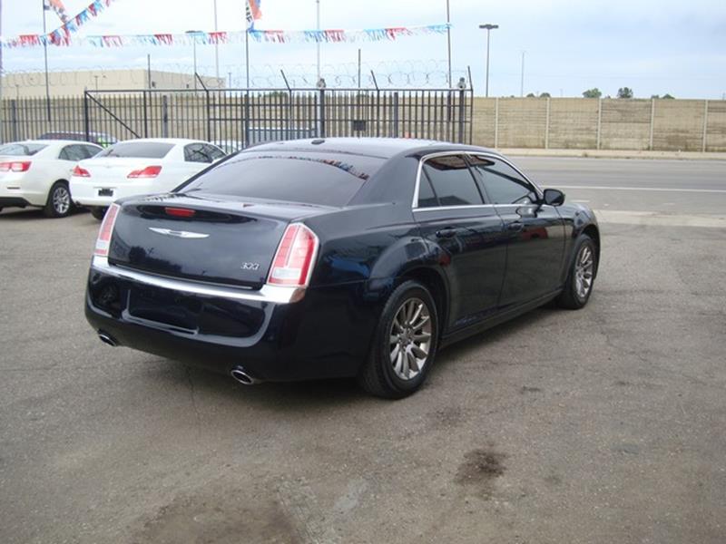 2011 Chrysler 300 4dr Sedan - Detroit MI