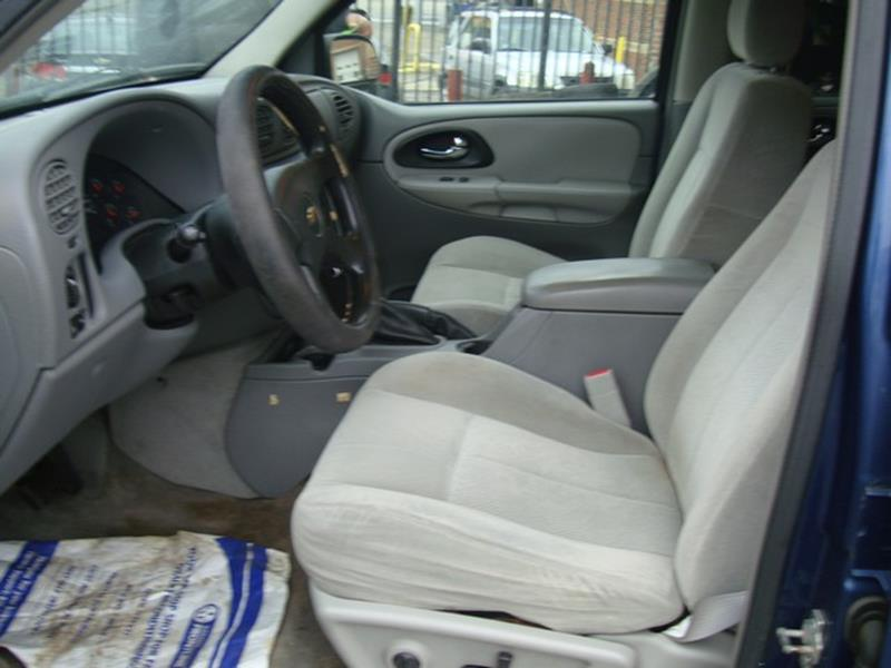 2005 Chevrolet TrailBlazer LS 4WD 4dr SUV - Detroit MI