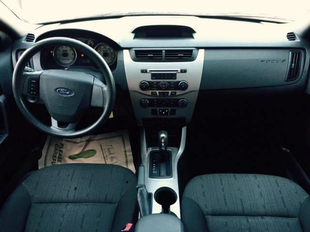 2010 Ford Focus SE 4dr Sedan - Clinton Township MI