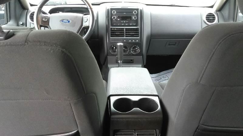 2009 Ford Explorer 4x4 XLT 4dr SUV (V8) - Clinton Township MI