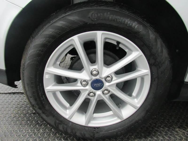 2015 Ford Focus SE 4dr Hatchback - Fairfield OH