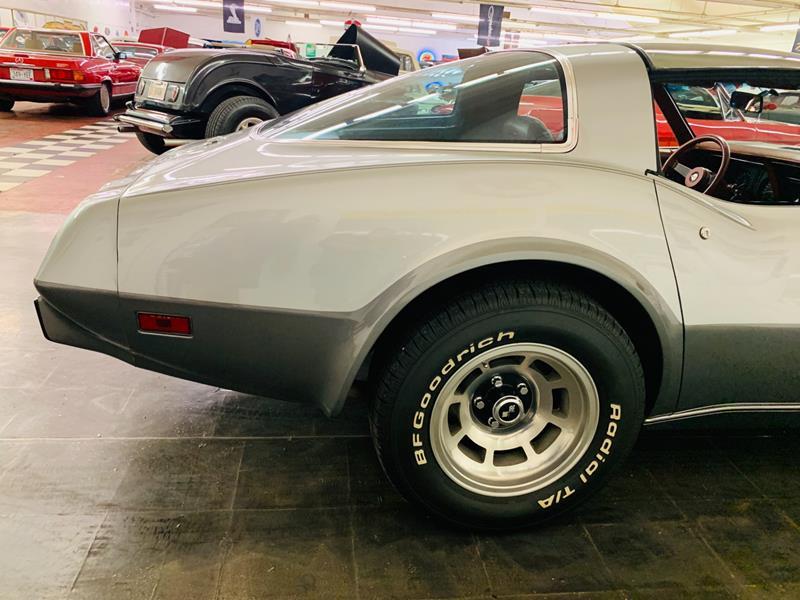 1978 Chevrolet Corvette 11