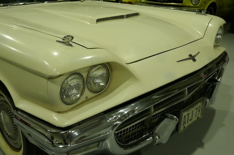 1960 Ford Thunderbird 21