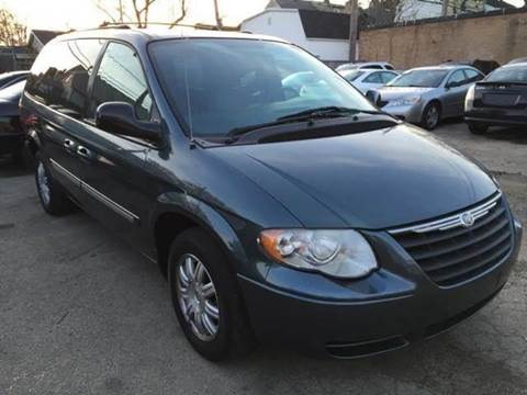 2005 Chrysler Town and Country for sale in Waukegan IL