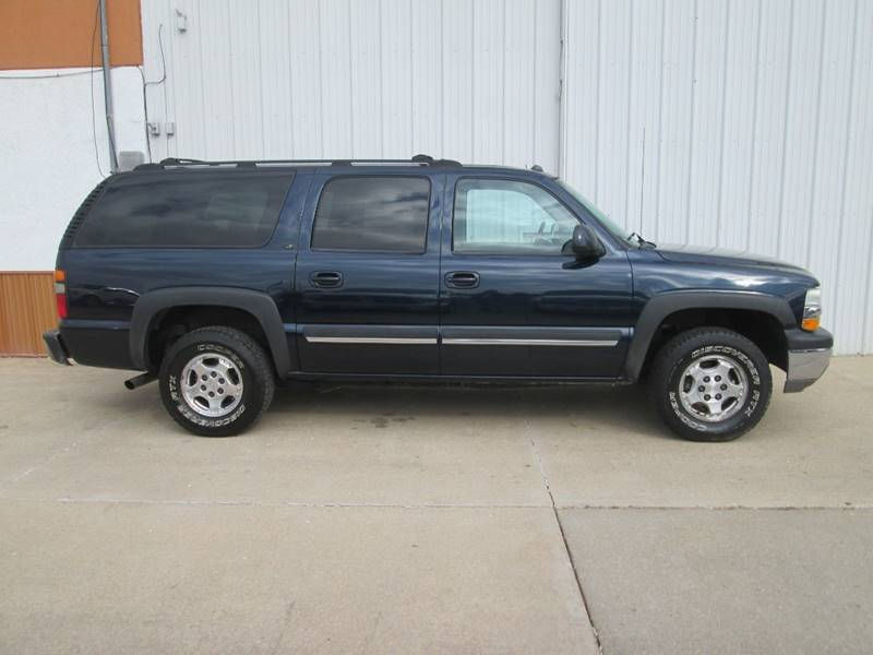 2004 Chevrolet Suburban for sale at Parkway Motors in Osage Beach MO
