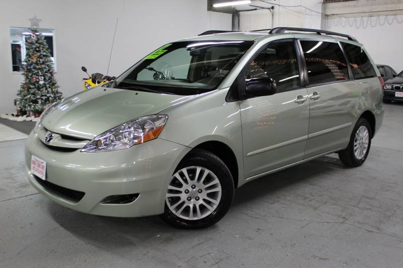 2007 Toyota Sienna for sale at R n B Cars Inc. in Denver CO