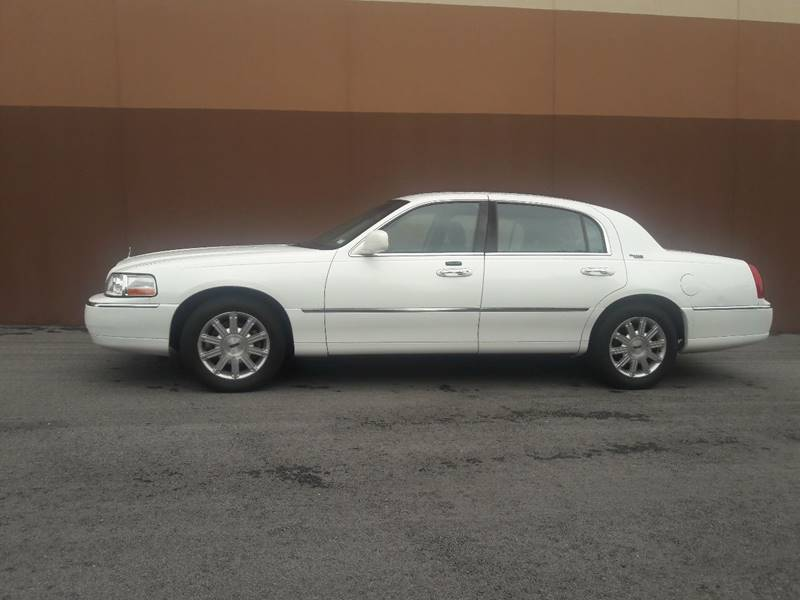 2010 Lincoln Town Car Signature Limited 4dr Sedan In Saint Charles