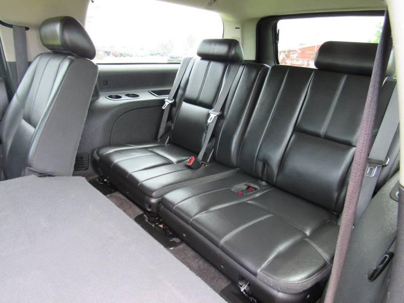 2009 Chevrolet Suburban 4x4 LT 1500 4dr SUV w/ 1LT - Britton MI