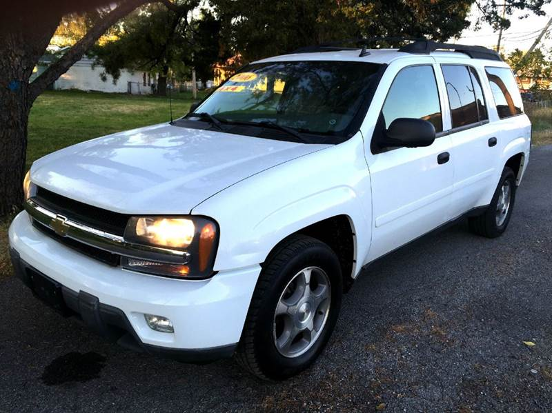 2006 Chevrolet TrailBlazer EXT for sale at Cleveland Avenue Autoworks in Columbus OH