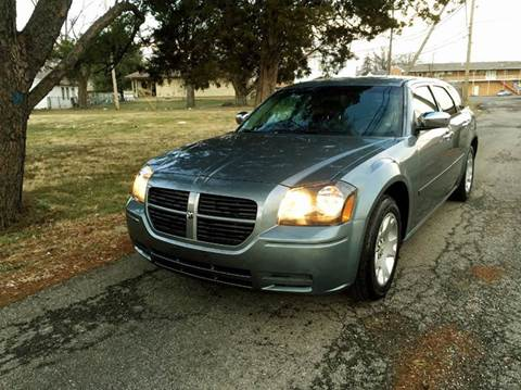 2006 Dodge Magnum for sale at Cleveland Avenue Autoworks in Columbus OH