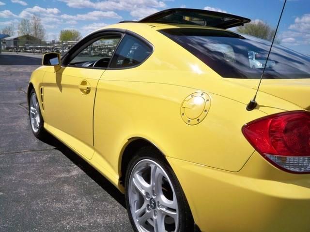 2006 Hyundai Tiburon GS 2dr Hatchback - Depere WI