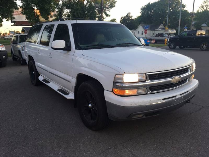 2001 Chevrolet Suburban for sale at Twin City Motors in Grand Forks ND