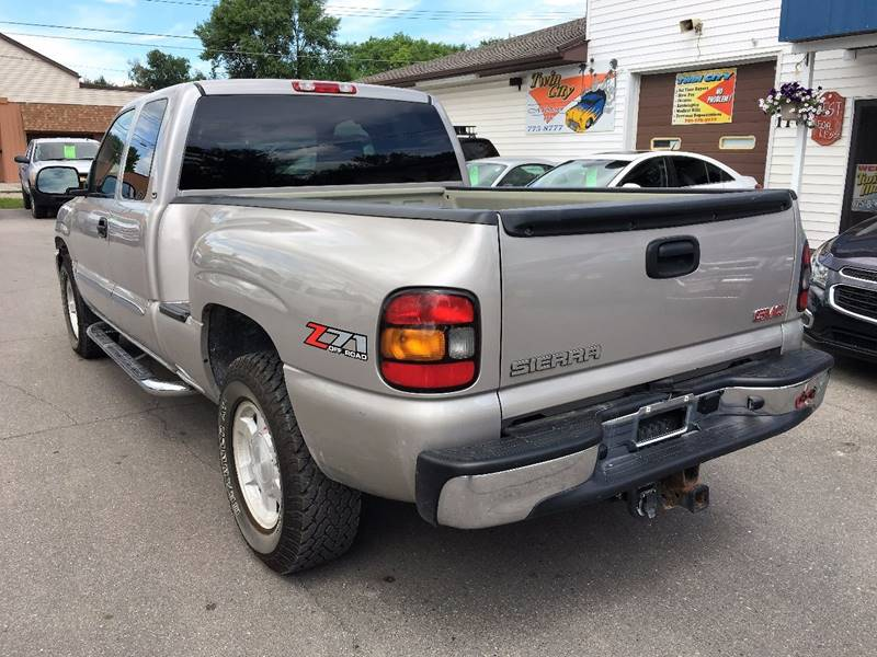 2004 GMC Sierra 1500 for sale at Twin City Motors in Grand Forks ND